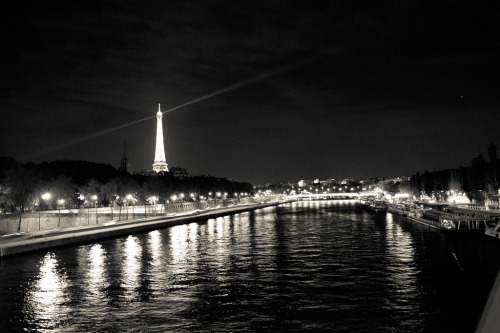 paris on reflection (by Ollies99)
