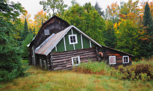 girlyme:  Michigan's Past - Old log cabin in Michigan's Hiawatha National Forest (by Michigan Nut)  Radical.