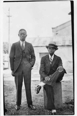 Vintage photo of two gentlemen {via The Sartorialist}
