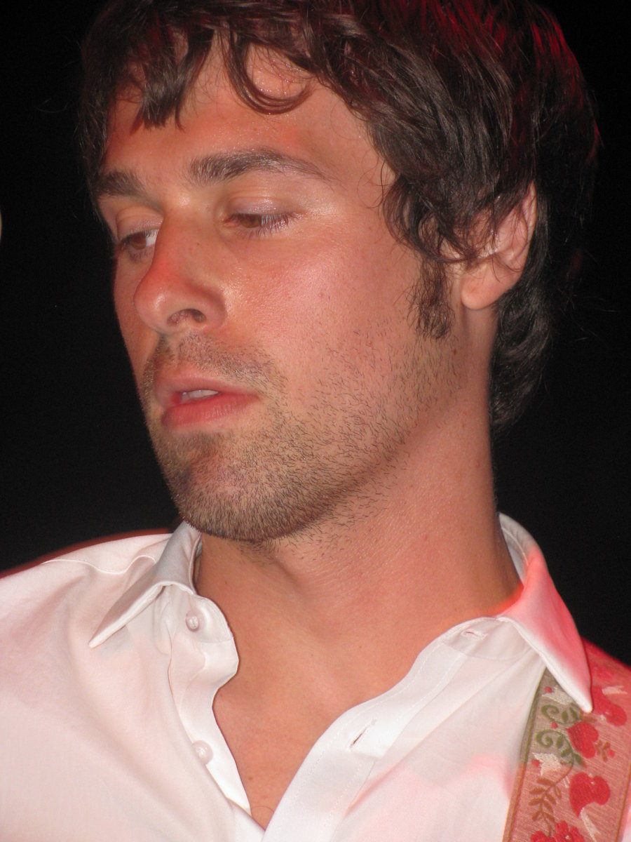 patrickstumpsorgasm:  one sweaty hot jon walker for the queue