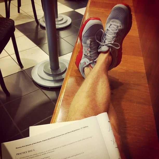 Post gym studying #photos #me #study #bnn #nike #boring (Taken with Instagram)