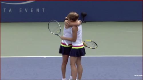 WTA - US Open / QF - Sara Errani and Roberta Vinci congratulating each other after the match against Julia Goerges and Kveta Peschke Errani / Vinci def. Goerges / Peschke 62 76(2) Source: ScreenCap while watching Eurosport player…