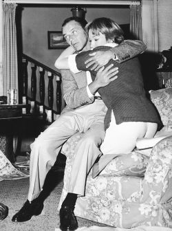 fuckyeahthevoice:  Frank & Shirley rehearse a scene for Some Came Running (1958)