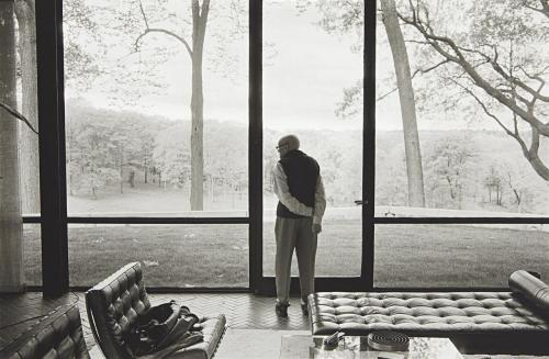 Philip Johnson, Glass House, New Canaan, Connecticut (gelatin silver print, 2000) – Annie Leibovitz Auction Estimate: $9,000–12,000