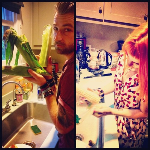 paramore:  Making ourselves useful… #cookout !!