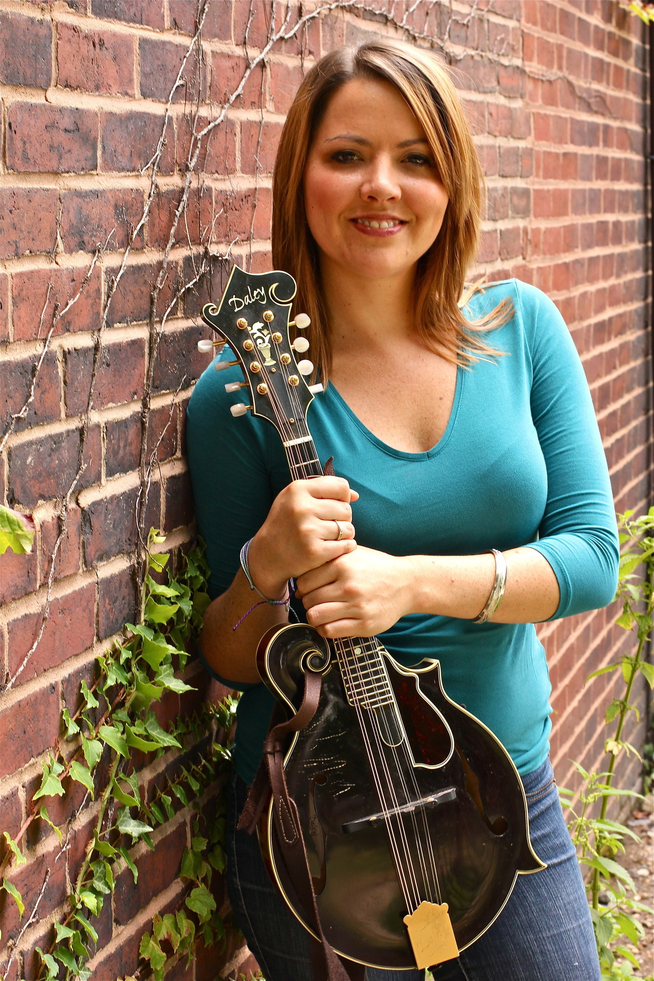 Photos of Jenni Lyn Gardner (mandolinist, Della Mae) by MDM.