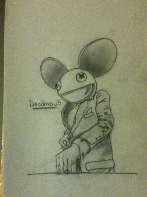 This was my friend Kiera's request of a drawing of Deadmau5. The only half human-like drawing I will ever do xD
