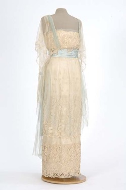 fripperiesandfobs:  Evening dress, 1910's From the Minnesota Historical Society