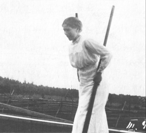 Grand Duchess Maria on stilts: 1915.