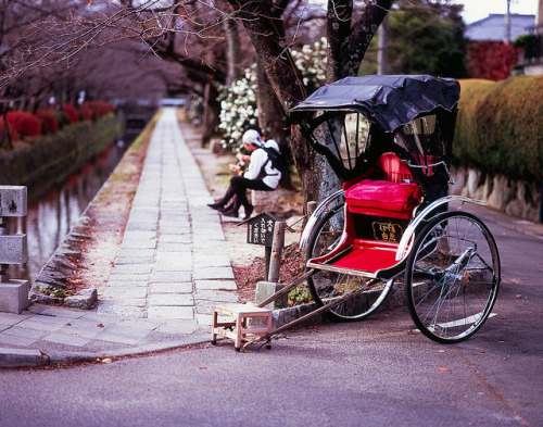 Rickshaw on the Philosopher's Path by `◄ccdoh1► on Flickr.