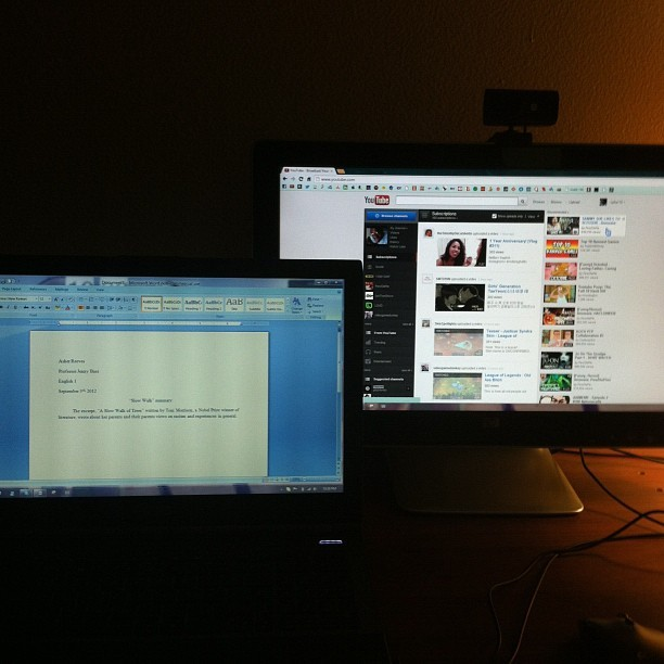 WHY HAVEN'T I DONE THIS BEFOFE?! OMFG. DOUBLE THE EVERYTHING. #doublescreen #doublerainbow #two #nofilter #hp #asus #pc #computers #splitscreen (Taken with Instagram)