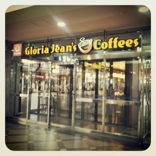 #GloriaJeans #coffee #café in #korea #wtf #shock #Strathfield #ktown (Taken with Instagram at 성북역승강장.)
