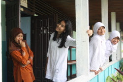 I wearing white clothes dark haired,with my friends. Miss this moment guys!!!