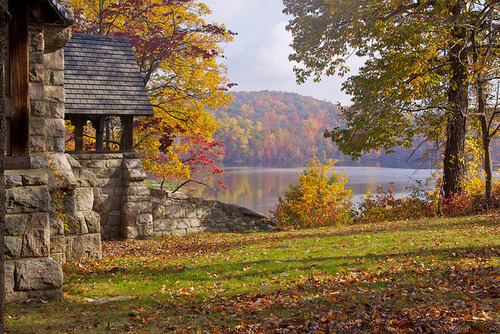 The Chapel by the Lake | Flickr - Photo Sharing! on We Heart It. http://weheartit.com/entry/36616012