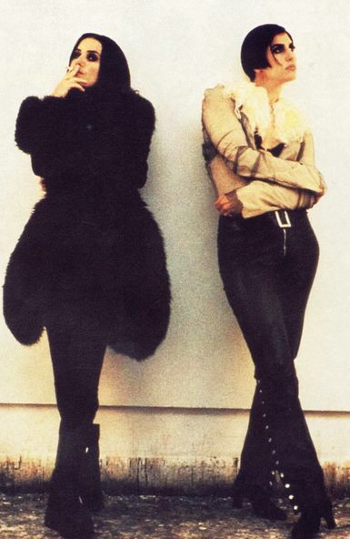 Shakespears Sister in 1992. As a duo, consisting of founder Siobhan Fahey and Marcella Detroit.