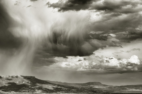 vitvalerio:  rain over raton by bytegirl24 on Flickr.