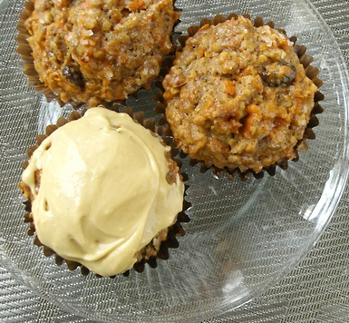 findvegan:  Carrot cake muffins, caramel-y molasses buttercream + spice