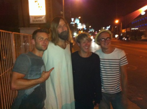 McFly hanging with Jesus on The Sunset Strip.  via. (2 MORE DAYS TIL MCFLY IN THE USA!)