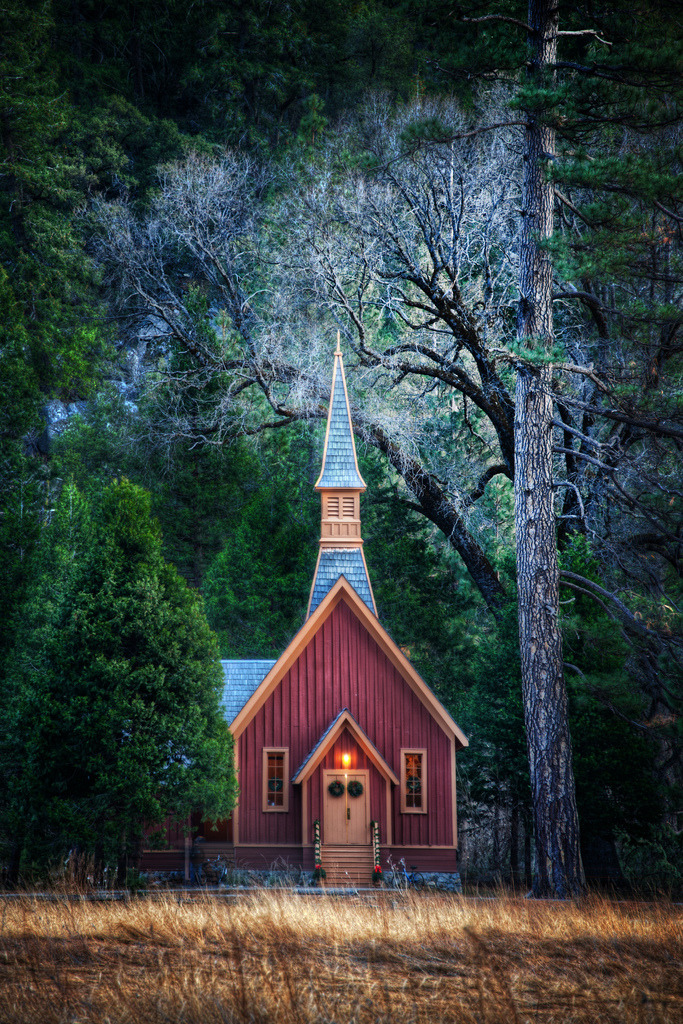 sarahamil:  theworldwelivein:  Little Church in Yosemite (by Stuck in Customs)  Wow…