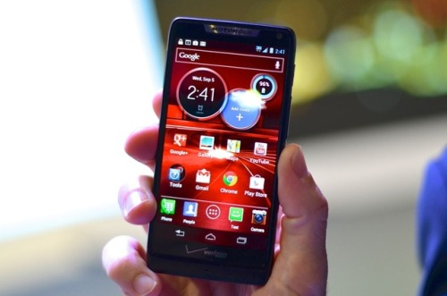 Motorola Droid RAZR HD and RAZR HD Maxx hands-on photos The RAZR finally gets the screen it deserves.
