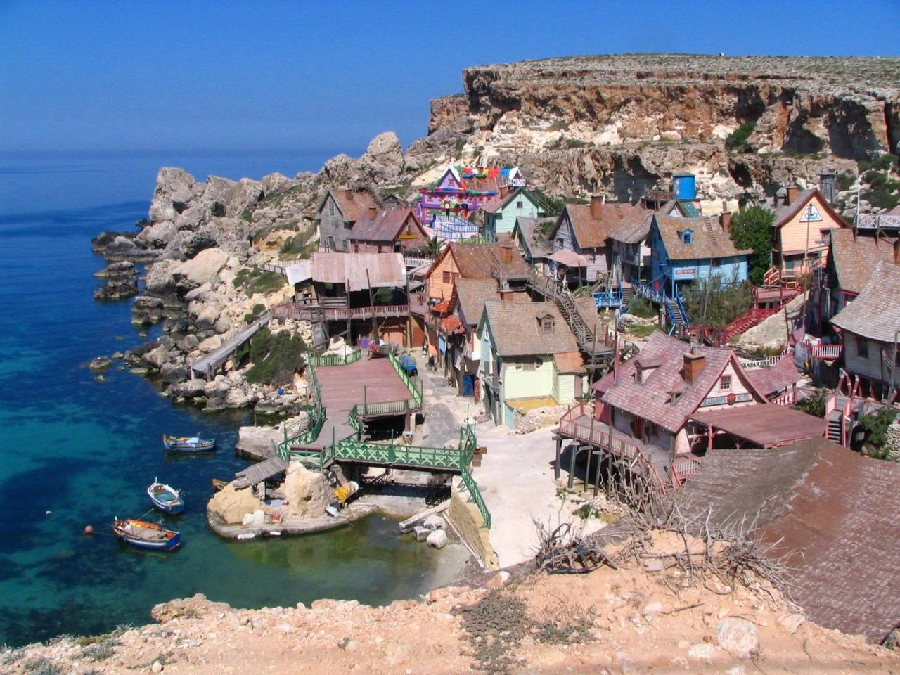 8-bit-tails:  Oh I miss Popeye village, used to visit there so much as a kid, the last time I went it had become so run down though ahh =[  Cool place