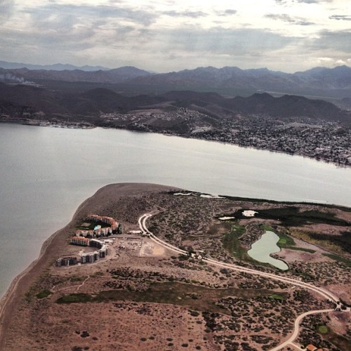 dominicbracco:  Dropping in on La Paz. This is a classic Baja housing debacle. These condos were built on a pristine peninsula but after a long battle and environmental damage done, not enough people moved in to keep the lights on. #emptyingtheworldsaquarium (Taken with Instagram)