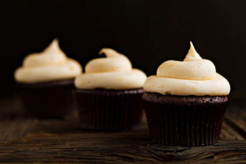 oohhhbaby:  chocolate cupcakes with orange cream cheese frosting