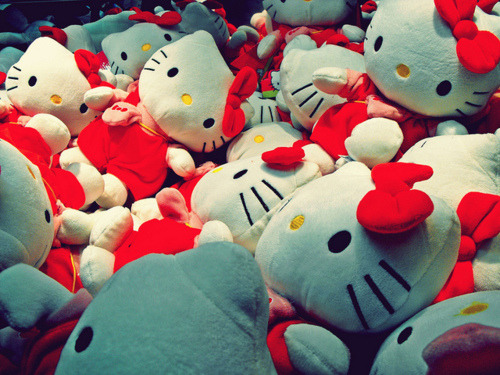 mouth-full-of-rice:  Hello Kitty  cr: Jessica M