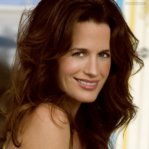 14 / 100 photos of Elizabeth Reaser