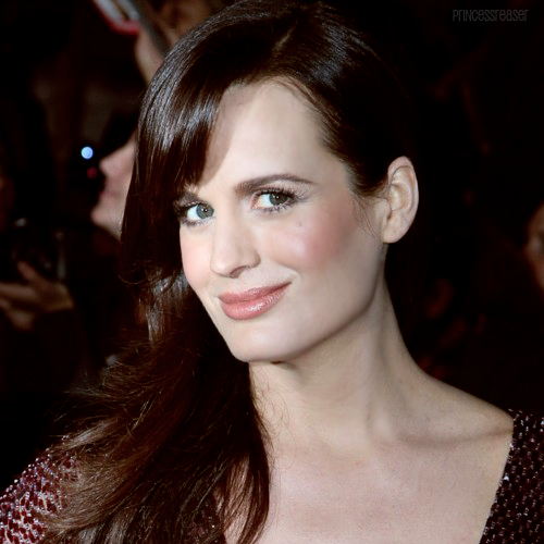 16 / 100 photos of Elizabeth Reaser