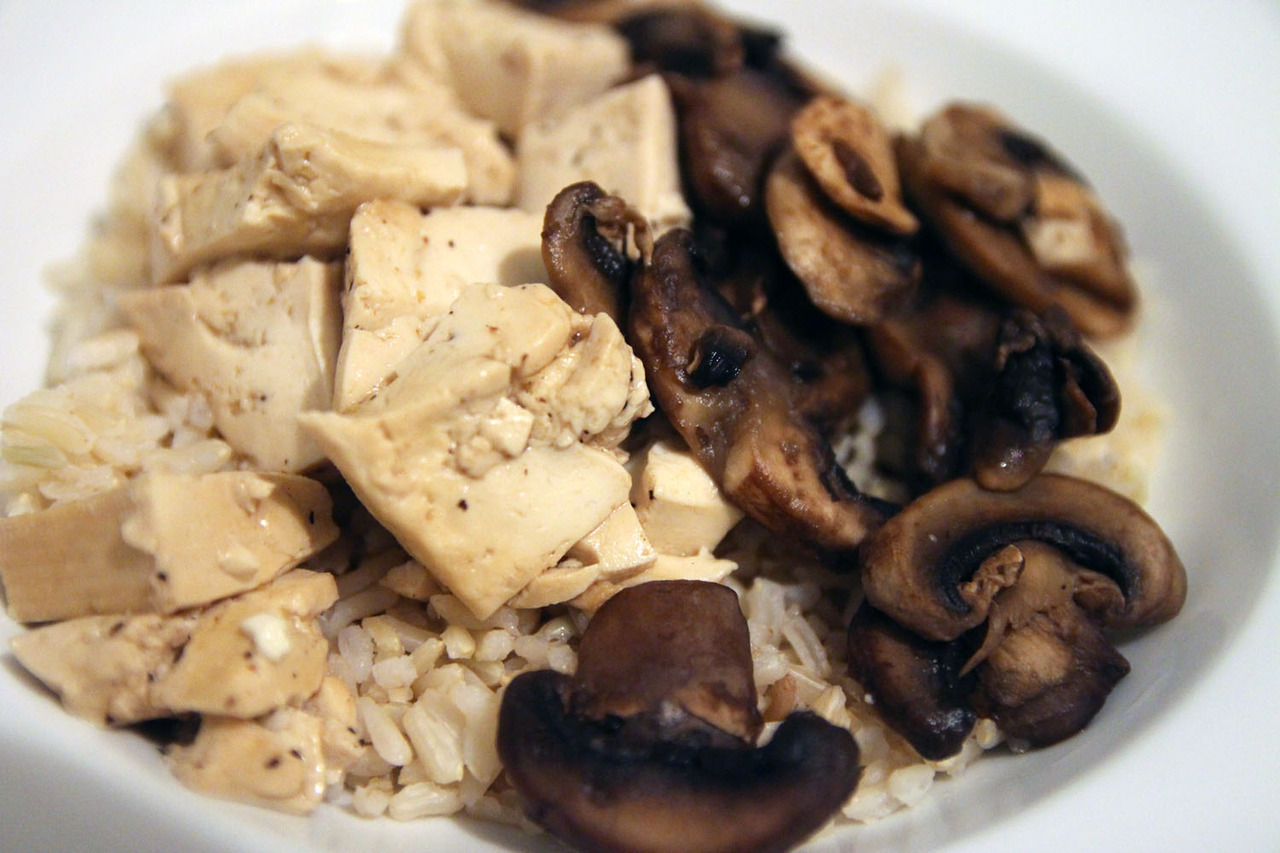 Today's simple but delicious dinner. Brown rice + tofu & mushrooms cooked with a little oyster sauce.