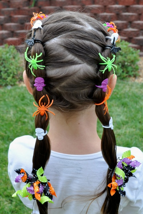 halloweencrafts:  DIY Dollar Store Halloween Hair Tutorial from Princess Piggies here.  Truebluemeandyou: From my new Halloween blog halloweencrafts.tumblr.com Lots of new and old Halloween projects.