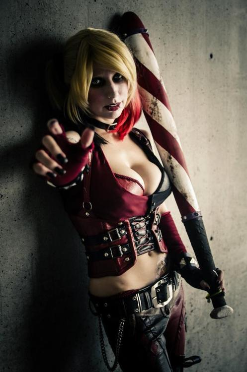 darktemplarfromhell:  harley quinn cosplay from arkham city