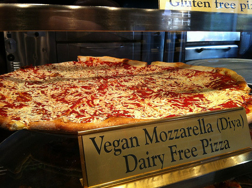 veganpizzafuckyeah:  Daiya cheese pizza at New York Pizza Suprema! CC image via flickr user nicksherman.