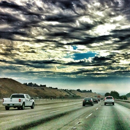 On my way to work this morning… #drive_n_shoot #jenvista #freeway #iphone4  #iphoneonly #ig #igers #igerseastbay #clouds #nature #sky #instahub #instagram #instacanvas  (Taken with Instagram)