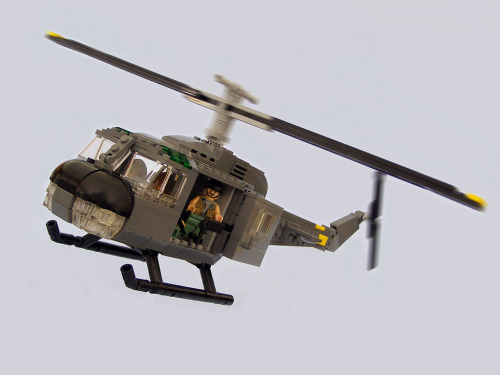 UH-1 Huey Helicopter (by Legohaulic)