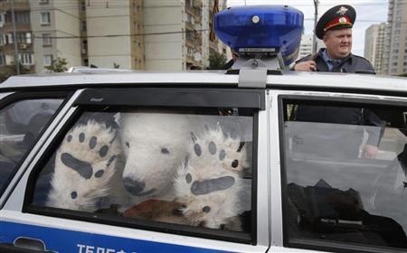 "(via ロシア警察が""シロクマ""拘束 北極圏開発に反対しデモ「ドリルは北極を殺す《 - MSN産経ニュース)"