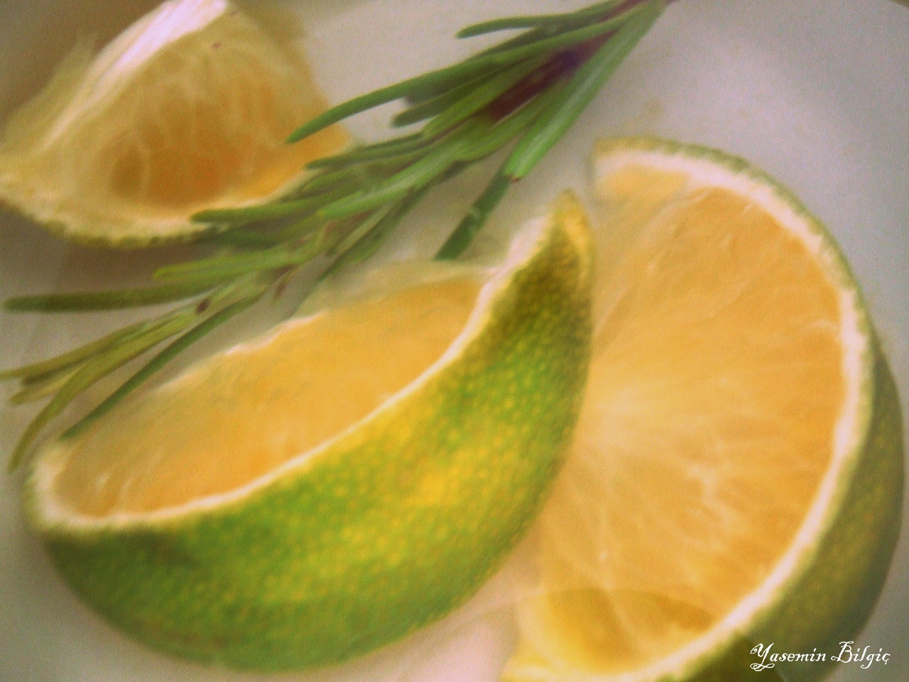 Herbal tea with mandarin and rosemary by Yasemin