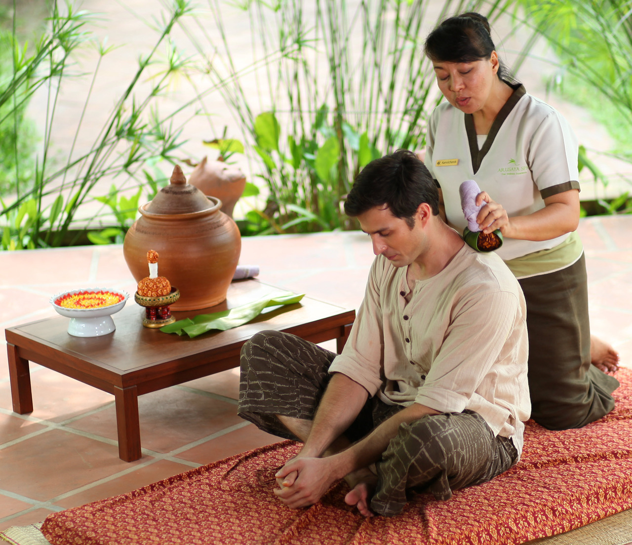 Thai Herbal Ball Massage helps you return from battle to get immediate responses to inflammation from wounds and injuries. It was also used for treating soreness and pain from tired, achy muscles and joints. Have you ever try it? and do you like it?