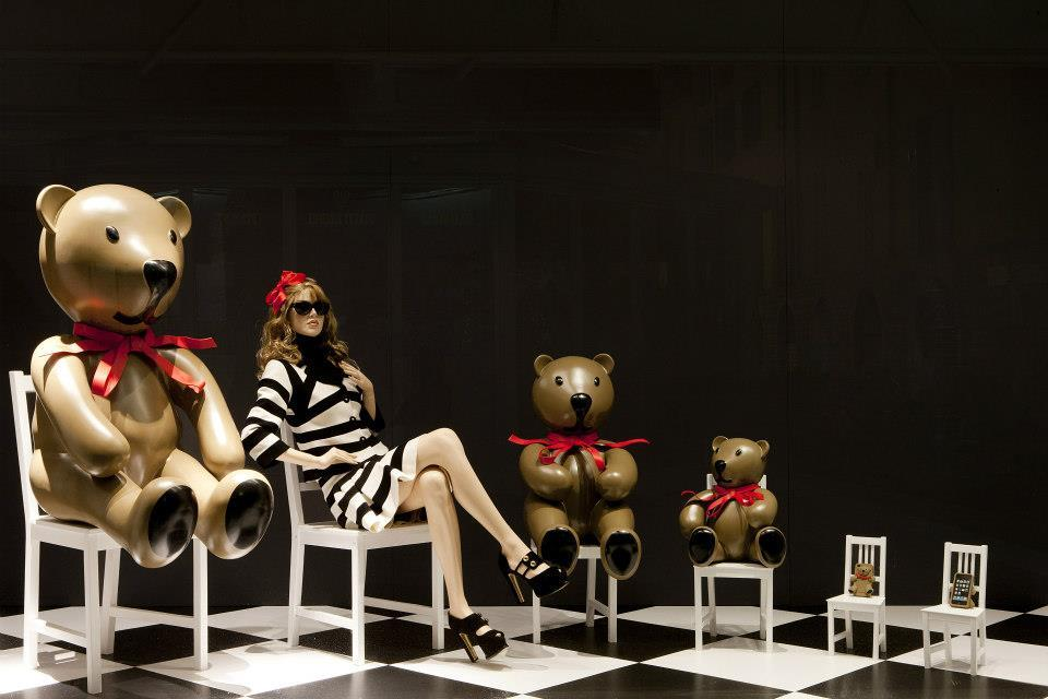 """Gennarino, Goldilocks and the three bears"": Moschino temporary store in Milan, via Borgospesso 19 - Vogue Fashion Night Out 2012 window display"