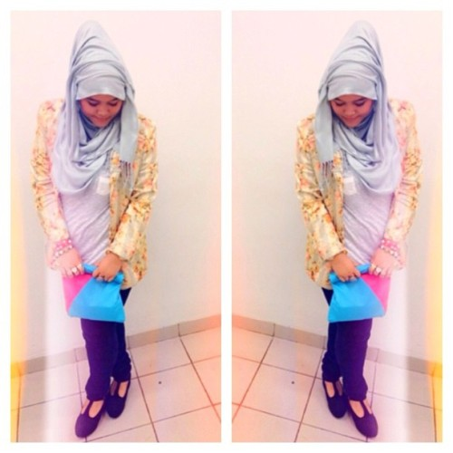 #ootd #hijab #floralblazer #flatform @chichijab #chichijab #clutch  (Taken with Instagram)