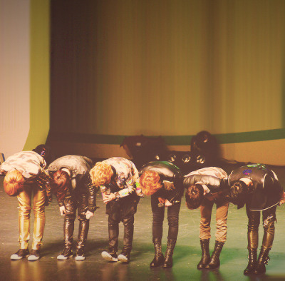 exom-exok-make-history:  perfect 90 degrees
