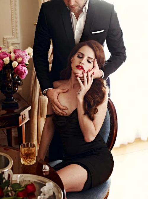 "hypetrak:  ""Del Rey is sexy but with a dreamy apartness like an old movie star whose name escapes you"" - GQ   Dang, gurl."
