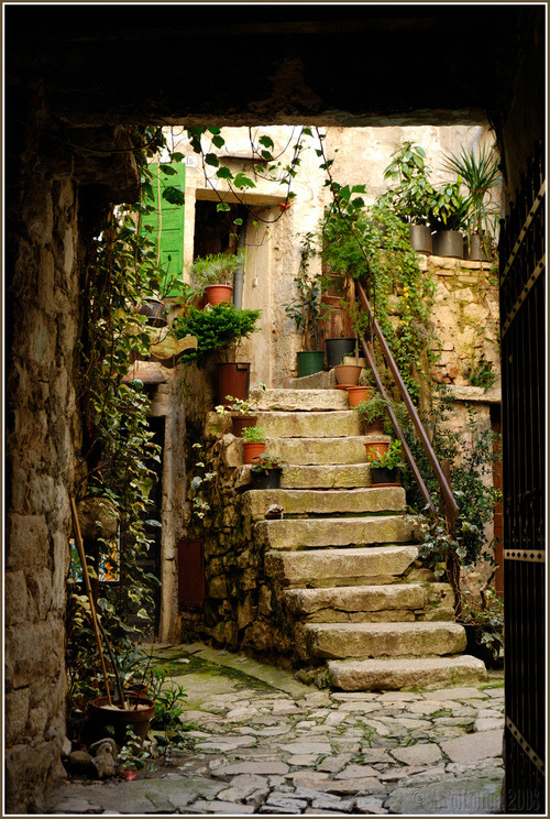 bluepueblo:  Ancient Entry, Rovinj, Croatia photo via anto