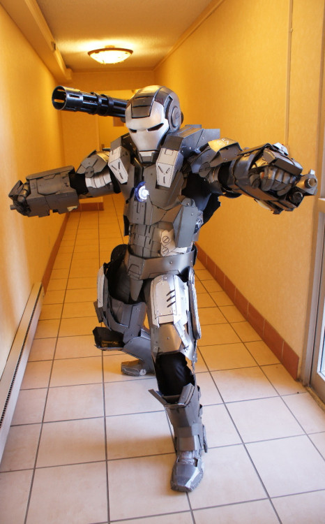 dorkly:  Awesome War Machine Cosplay C'mon, Terence Howard, this is embarrassing. Just let it go, dude.