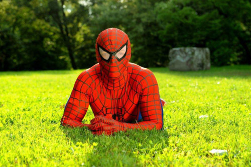 laughingsquid:  A Guy Dresses Up Like Spider-Man & Causes Mischief in Poland  HAHAHA! So. Good.