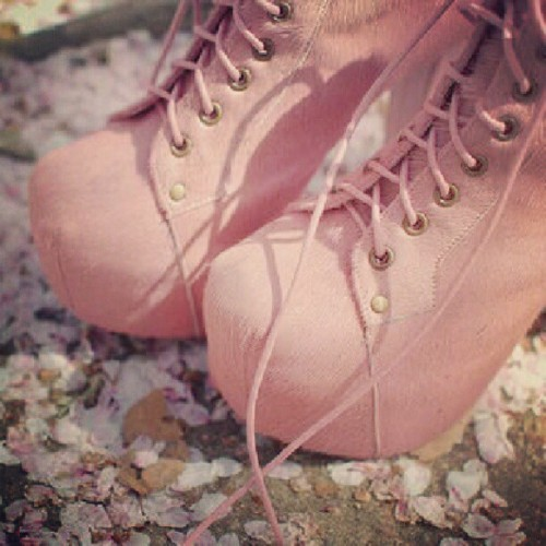 louisandyuzka:  #cute #fashion #girly #highheels #pink  (Taken with Instagram)