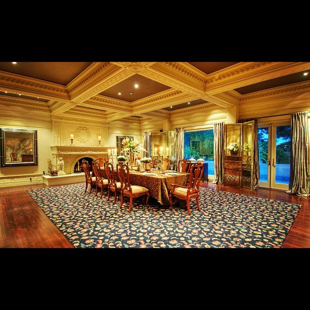 Enormous, detailed formal dining room! #formal #mansion #luxury #table #rich #money #instacool #instagood #swag  (Taken with Instagram)