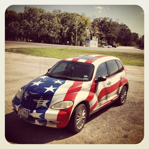 stinaaah:  🇺🇸 #american #ptcruiser (Taken with Instagram at Dons Restaurant)