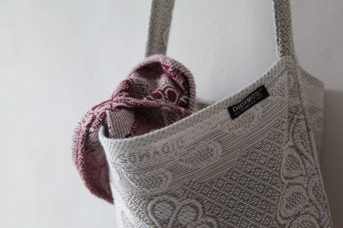 And the winner of the Didymos Tote Bag is…. Lindsay Rhodes